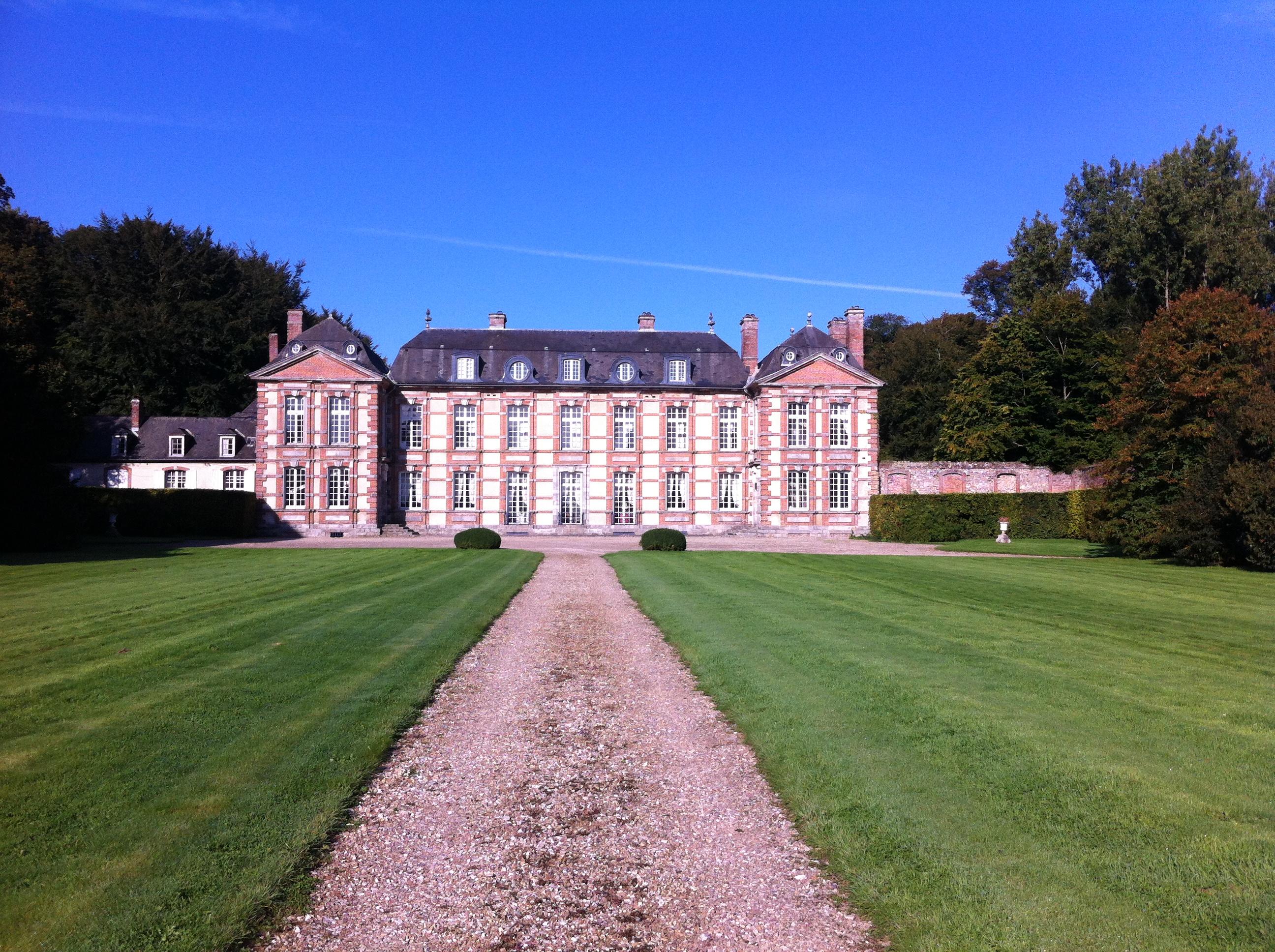 Cour d'Honnneur Château et jardins de Bretteville DR